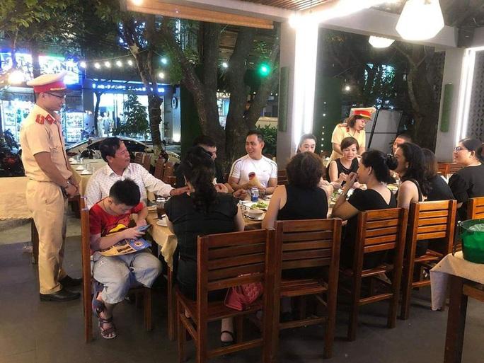 Đà Nẵng: Tạm dừng việc tuyên truyền nghị định 100 tại nhà hàng, quán nhậu - Ảnh 1.