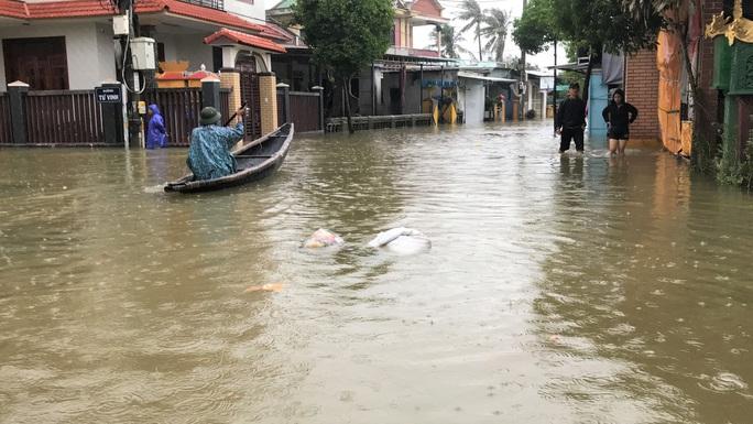 Lũ lụt miền Trung: Hơn 24.000 căn nhà ở Huế ngập nặng, nhiều nơi lũ xuất hiện sau 21 năm - Ảnh 3.