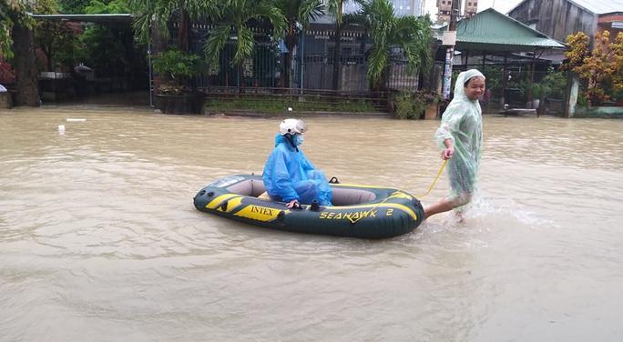 Mưa lớn, 3 thủy điện đang xả hơn 1.890 m3 nước/giây, Quảng Nam yêu cầu sơ tán dân - Ảnh 1.