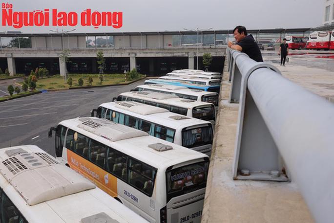 Toàn cảnh Bến xe Miền Đông mới ngày đầu hoạt động - Ảnh 9.