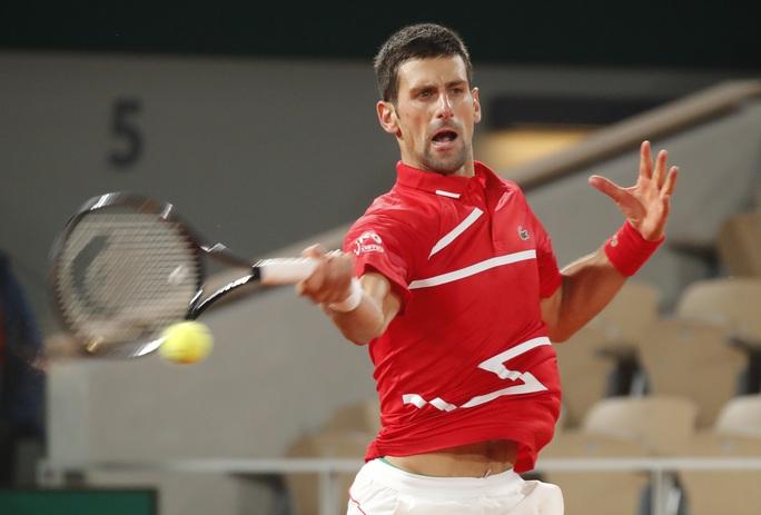 Đánh bại tài năng Hy Lạp, Djokovic hẹn chung kết với Rafael Nadal - Ảnh 3.