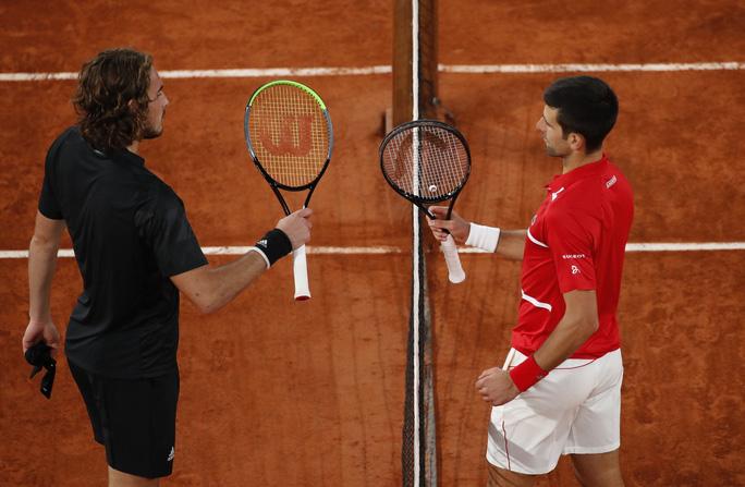 Đánh bại tài năng Hy Lạp, Djokovic hẹn chung kết với Rafael Nadal - Ảnh 2.