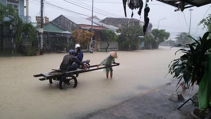 Mưa lớn, 3 thủy điện đang xả hơn 1.890 m3 nước/giây, Quảng Nam yêu cầu sơ tán dân - Ảnh 6.