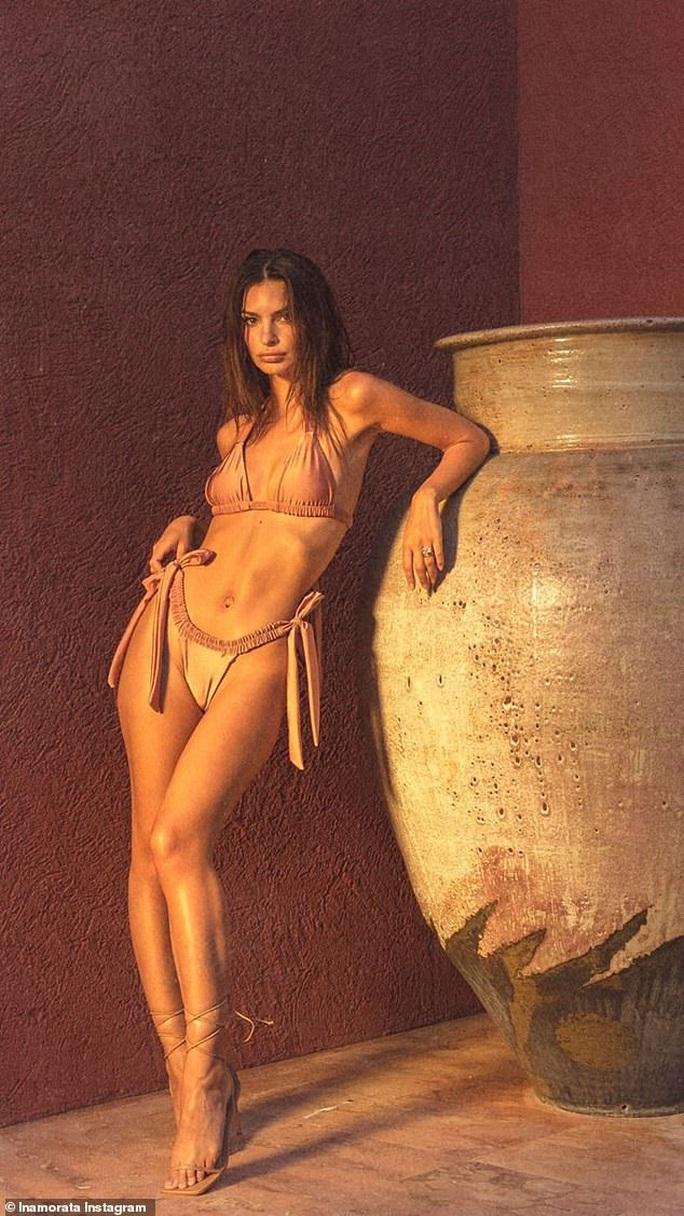 """Thiên thần nội y"" Emily Ratajkowski đẹp bốc lửa với bikini - Ảnh 1."