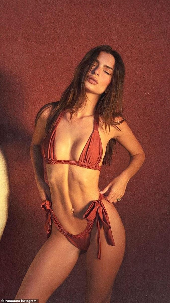 """Thiên thần nội y"" Emily Ratajkowski đẹp bốc lửa với bikini - Ảnh 2."