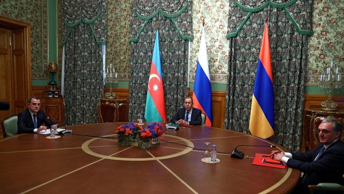 Nga: Armenia và Azerbaijan nhất trí thỏa thuận ngừng bắn - Ảnh 3.