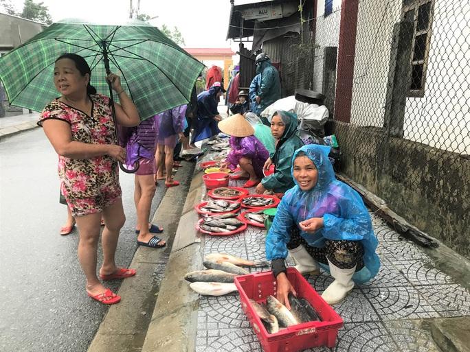 Lũ lụt miền Trung: Hơn 24.000 căn nhà ở Huế ngập nặng, nhiều nơi lũ xuất hiện sau 21 năm - Ảnh 8.