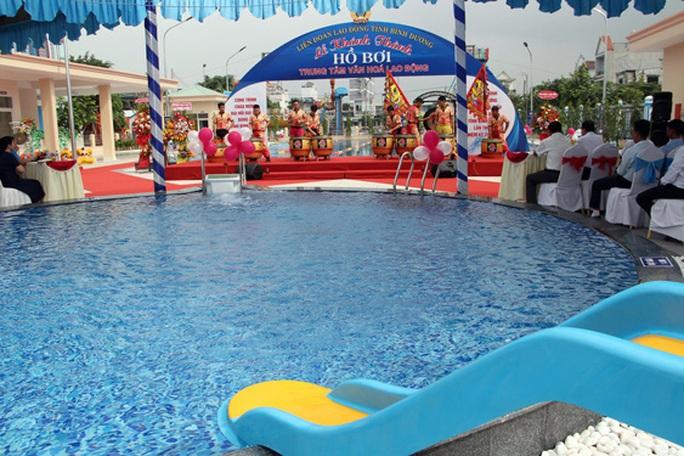 Bình Dương: Khánh thành hồ bơi phục vụ công nhân - Ảnh 1.