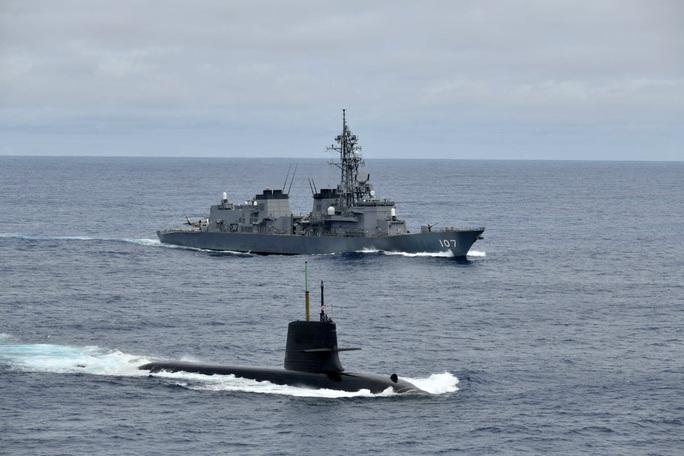 Nhóm tàu chiến Nhật Bản tập trận chống ngầm ở biển Đông - Ảnh 2.