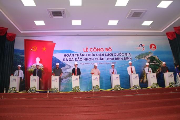Xã đảo Nhơn Châu chính thức có điện quốc gia - Ảnh 1.