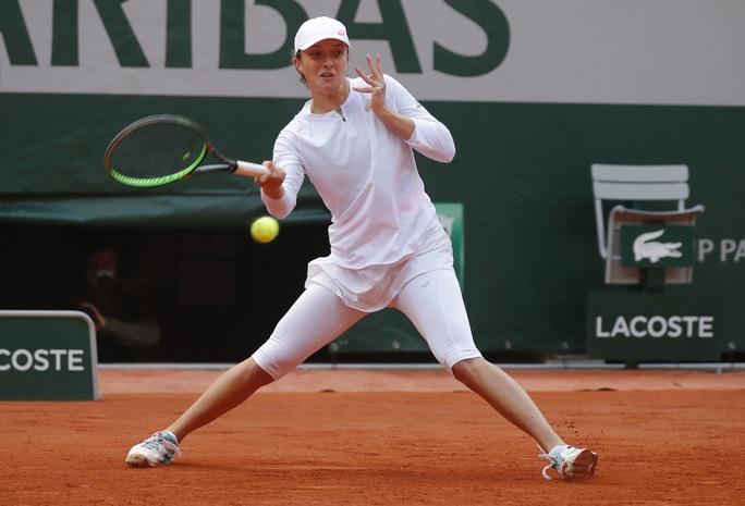 Học quần vợt qua game, Swiatek vẫn trở thành Nữ hoàng Roland Garros 2020 - Ảnh 4.