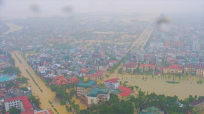 Toàn cảnh lũ lụt kinh khủng ở Thừa Thiên - Huế - Ảnh 3.
