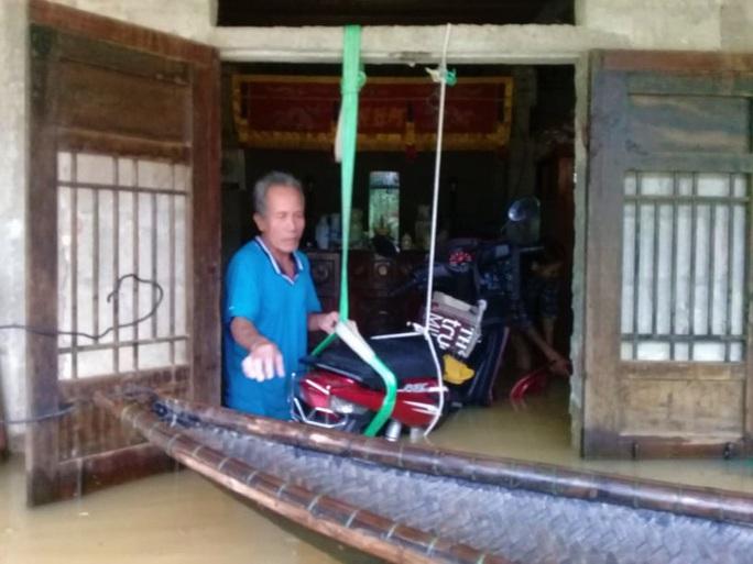 Toàn cảnh lũ lụt kinh khủng ở Thừa Thiên - Huế - Ảnh 8.