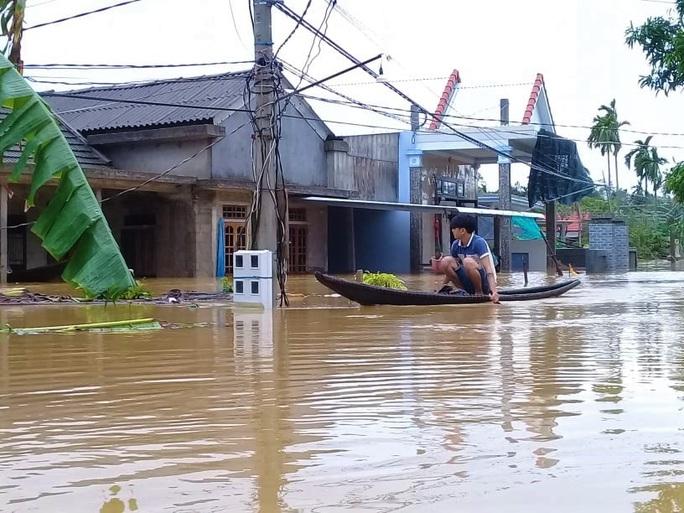 Toàn cảnh lũ lụt kinh khủng ở Thừa Thiên - Huế - Ảnh 6.