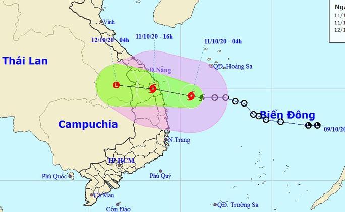 Bão số 6 lao nhanh vào Quảng Nam-Bình Định, gây mưa đặc biệt to tới 700 mm - Ảnh 1.