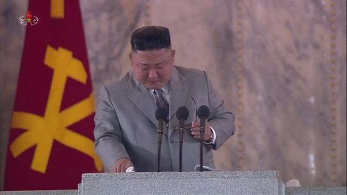Biểu cảm bất thường của ông Kim Jong-un: Khóc khi phát biểu - Ảnh 1.