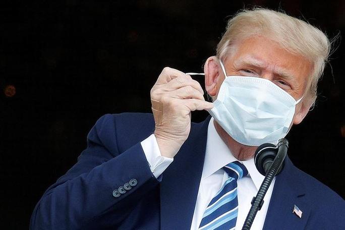 Tổng thống Trump nhận trái đắng từ Twitter sau tuyên bố miễn dịch Covid-19 - Ảnh 1.