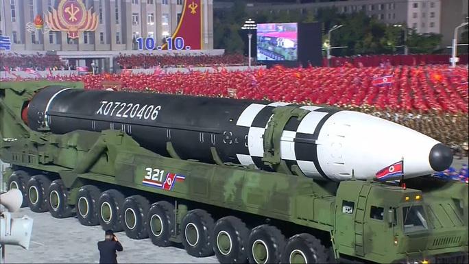 Biểu cảm bất thường của ông Kim Jong-un: Khóc khi phát biểu - Ảnh 2.