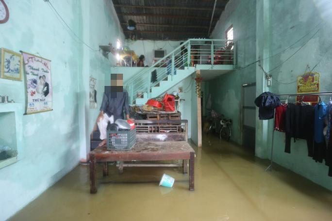 Dọn nhà lúc lũ rút, 2 mẹ con ở Quảng Nam bị điện giật tử vong - Ảnh 1.