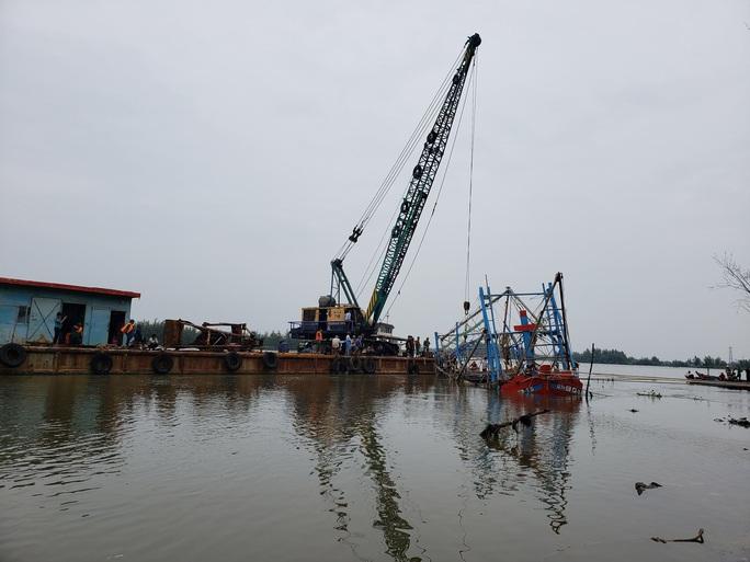 Tìm thấy thi thể 2 ngư dân mất tích trong mưa lũ ở Quảng Nam - Ảnh 1.
