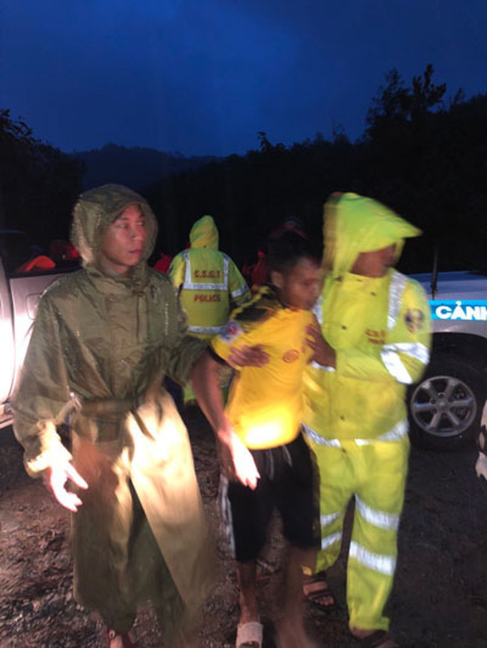 Khẩn cấp cứu 30 người mất tích ở Rào Trăng 3 - Ảnh 1.