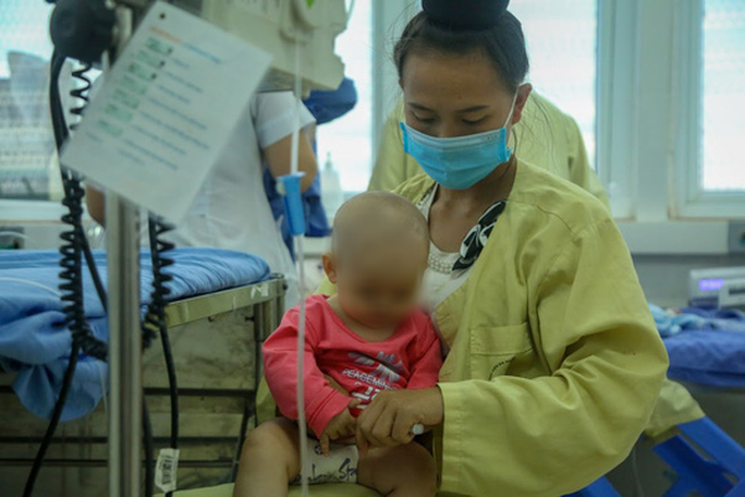 Vụ bé gái tử vong sau tiêm vắc-xin: Thêm nhiều trẻ nhập viện - Ảnh 5.