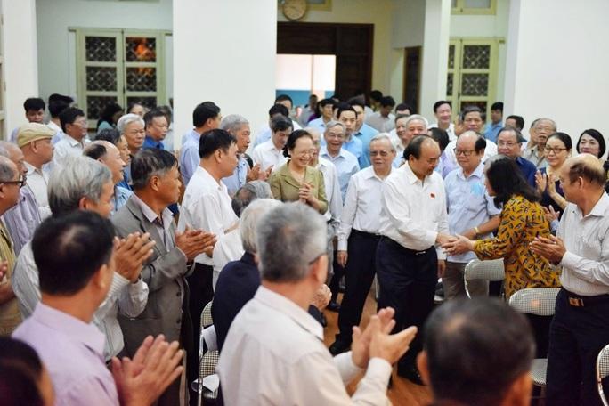 Thủ tướng giải đáp nhiều vấn đề nóng khi tiếp xúc cử tri - Ảnh 1.