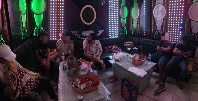 Phát hiện hàng chục người trác táng trong khách sạn ở Bình Tân, TP HCM - Ảnh 2.