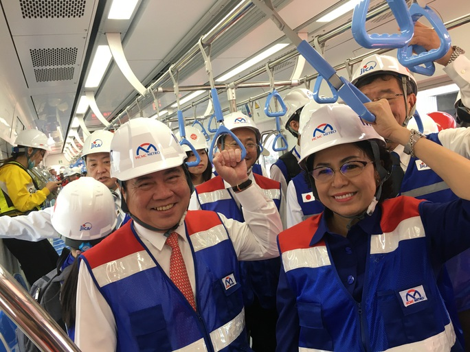 Bí thư Thành ủy và Chủ tịch UBND TP HCM trải nghiệm trên đoàn tàu Metro số 1 - Ảnh 4.