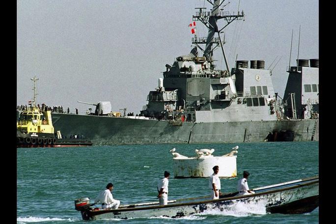 USS Cole bị đánh bom giữa ban ngày: Bài học xương máu 20 năm của Mỹ - Ảnh 2.