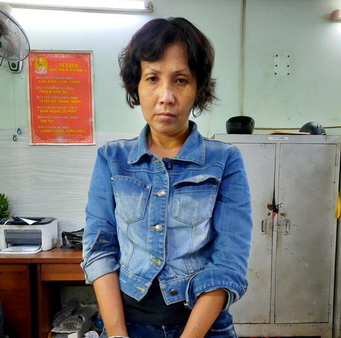 Người phụ nữ xúi con nuôi trộm tiền bị bắt giam vì hành vi khác - Ảnh 1.