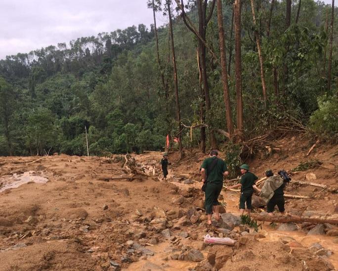 Vụ Thủy điện Rào Trăng 3: Lực lượng cứu hộ tiếp cận khu vực Trạm Kiểm lâm 67 - Ảnh 2.