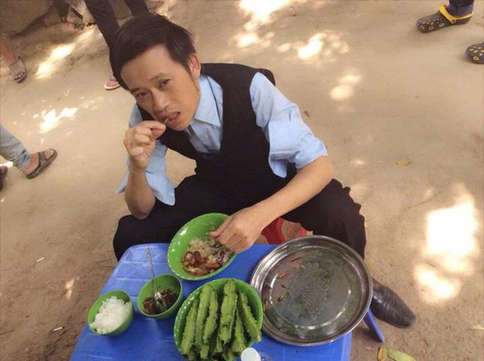 Hoài Linh xin ở phòng trọ khi đi diễn vì ngán khách sạn 5-6 sao - Ảnh 1.