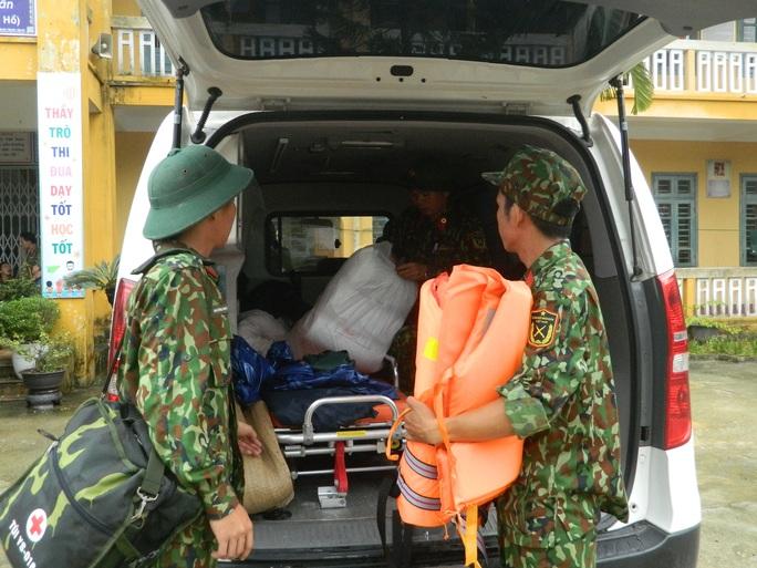 NÓNG: Các lực lượng cứu hộ lên đường vào thủy điện Rào Trăng 3 cứu người - Ảnh 10.