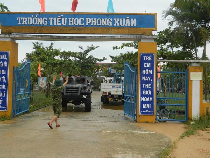 NÓNG: Các lực lượng cứu hộ lên đường vào thủy điện Rào Trăng 3 cứu người - Ảnh 12.
