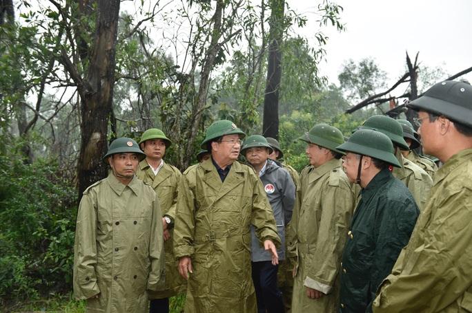 Chia nhiều hướng tiếp cận cứu hộ 30 người ở Thủy điện Rào Trăng 3 - Ảnh 1.