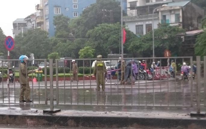 Ảnh hưởng bão số 7, Quảng Ninh cấm cầu Bãi Cháy một chiều - Ảnh 1.