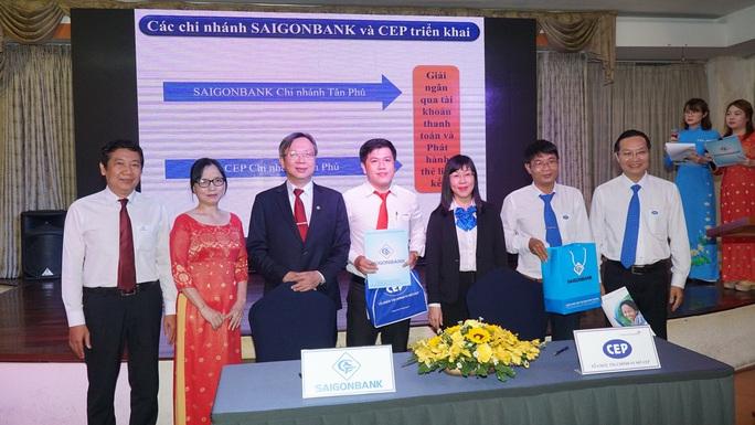CEP và SAIGONBANK hợp tác phát hành thẻ ATM phục vụ công nhân - Ảnh 1.