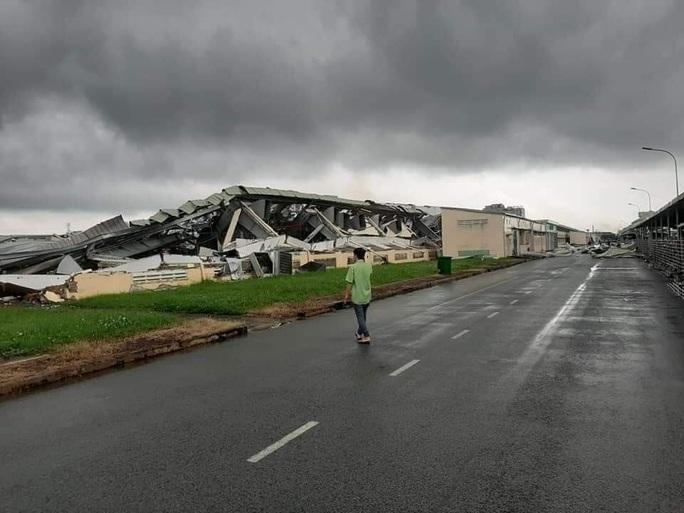 Lốc xoáy kinh hoàng làm sập nhà xưởng Khu Công nghiệp Tân Hương - Ảnh 6.
