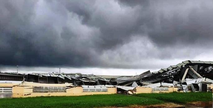 Lốc xoáy kinh hoàng làm sập nhà xưởng Khu Công nghiệp Tân Hương - Ảnh 4.