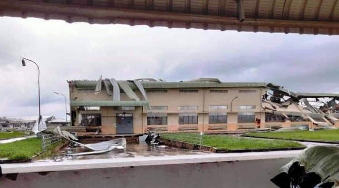 Lốc xoáy kinh hoàng làm sập nhà xưởng Khu Công nghiệp Tân Hương - Ảnh 3.