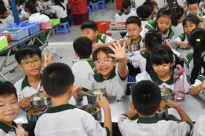 ĂN ĐÚNG CÁCH ĐỂ KHỎE MẠNH: Huấn luyện ăn uống cho trẻ - Ảnh 1.
