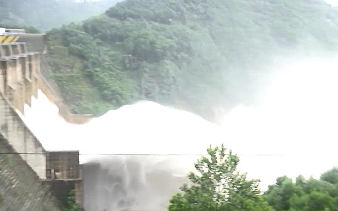 Thủy điện đầy ắp nước, Quảng Nam lại sắp hứng đợt mưa lớn - Ảnh 2.