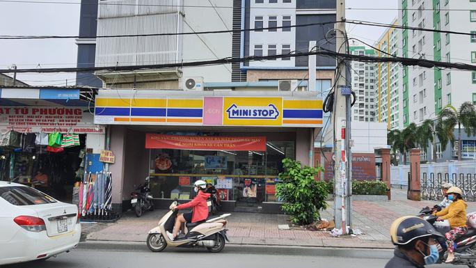 Công an ráo riết truy tìm kẻ cướp ở Tân Phú, TP HCM - Ảnh 1.