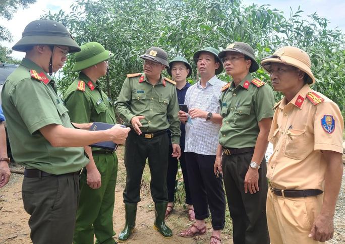 Đưa được 19 người và thi thể một công nhân Thủy điện Rào Trăng 3 ra khỏi rừng - Ảnh 7.