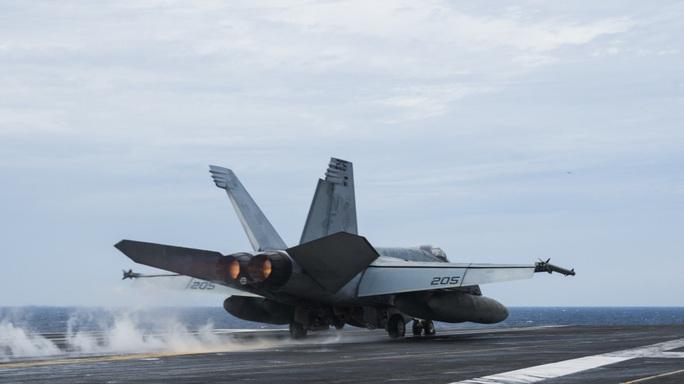 Nhóm tác chiến tàu sân bay Mỹ USS Ronald Reagan trở lại biển Đông - Ảnh 1.