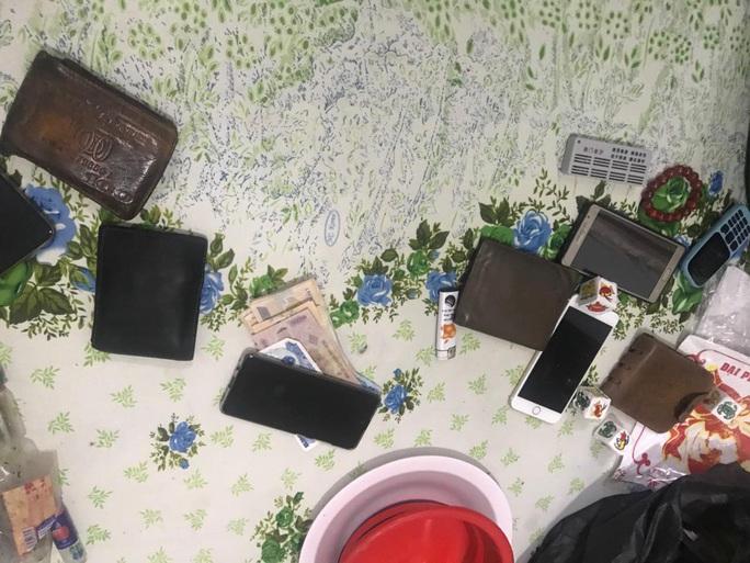 [Video]: Công an xuyên đêm truy bắt con nghiện ở chợ đầu mối Thủ Đức - Ảnh 4.