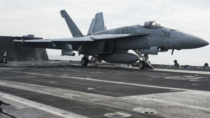 Nhóm tác chiến tàu sân bay Mỹ USS Ronald Reagan trở lại biển Đông - Ảnh 5.