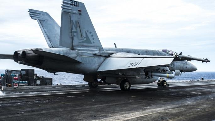 Nhóm tác chiến tàu sân bay Mỹ USS Ronald Reagan trở lại biển Đông - Ảnh 4.