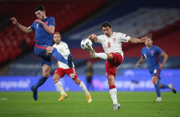 Thua sốc Đan Mạch trên sân nhà, tuyển Anh mất ngôi đầu Nations League - Ảnh 1.